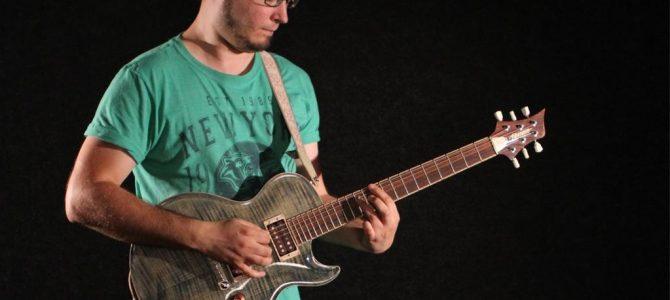 Canal del guitarrista Tom Quayle